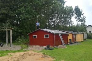 Dachdeckerarbeiten an der linken Garage