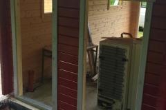 Einbau der Türen und Fenster der linken Garage
